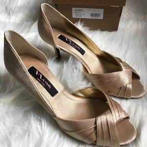 New* without box heels size 6 Nina women